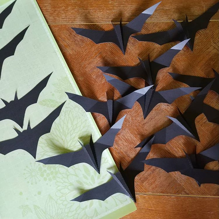 Paper cutting machine paper bats